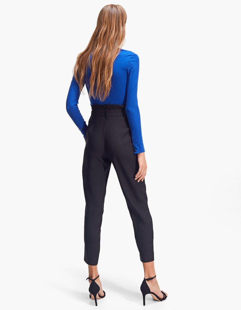 look-shopping-pantalon-paperbag-fluide-noir-stradivarius