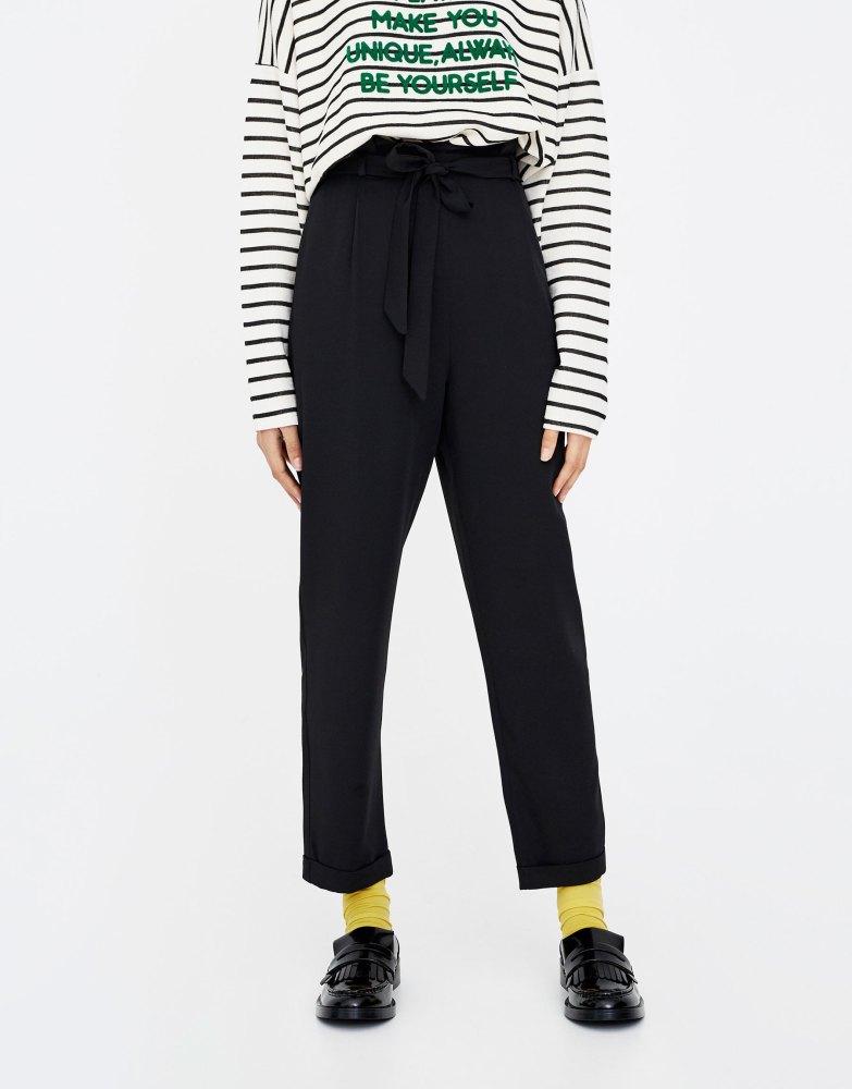 look-shopping-pantalon-paperbag-noir-pull-and-bear