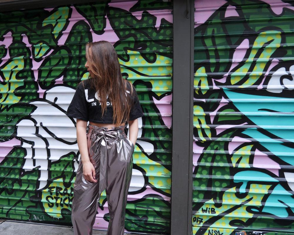 look-pantalon-flare-silver-ambiance-graffiti