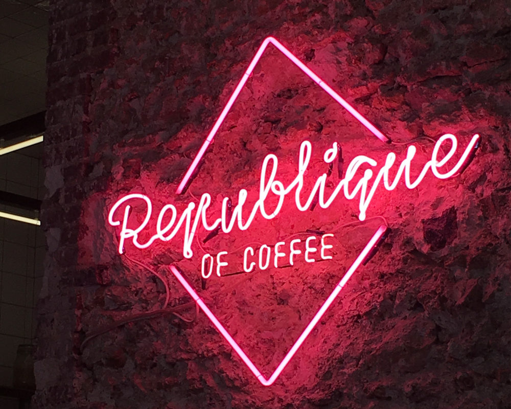 adresses-republique-of-coffee-logo-neon
