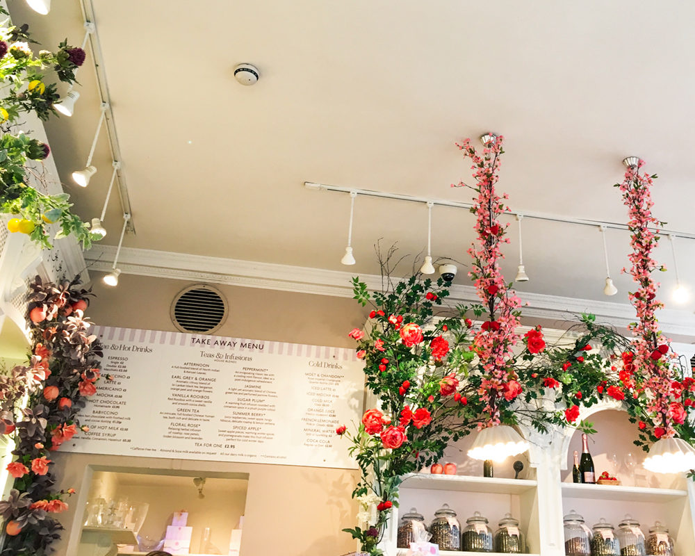 bonnes-adresses-food-londres-peggy-porschen-cakes-interieur-decoration-flowers