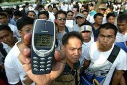_filipino holding up nokia