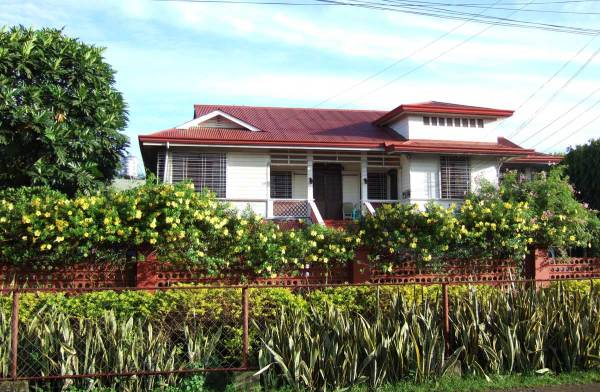 Beautifully-maintained 1950s era (?) house on San Jose Street, Molo, Iloilo City