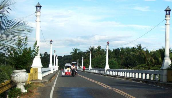 The beautiful National Highway bridge over the Sibalom River in Tigbauan
