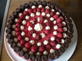 Waffelröllchen-Himbeer-Torte