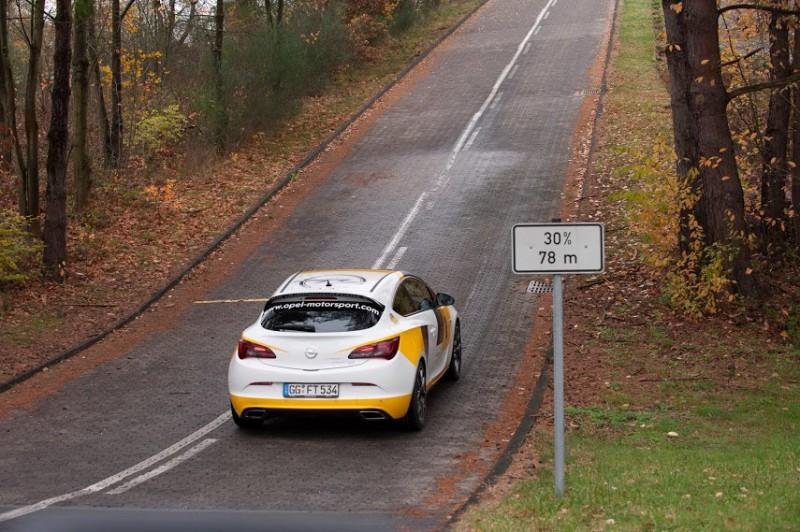 Opel Astra OPC auf der Teststrecke in Dudenhofen