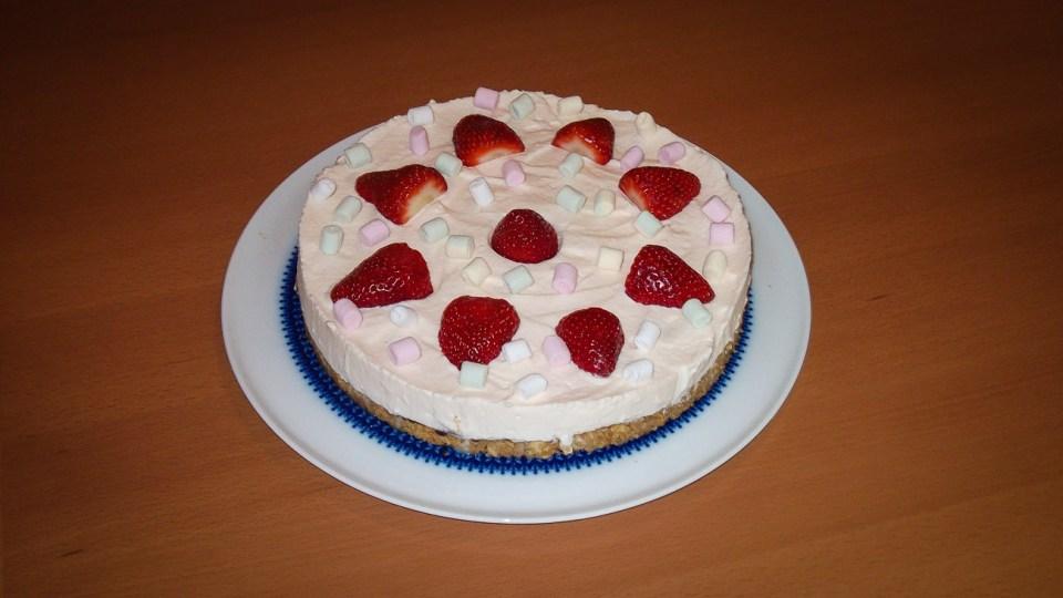 Marshmallow Erdbeer Torte (1 von 1)