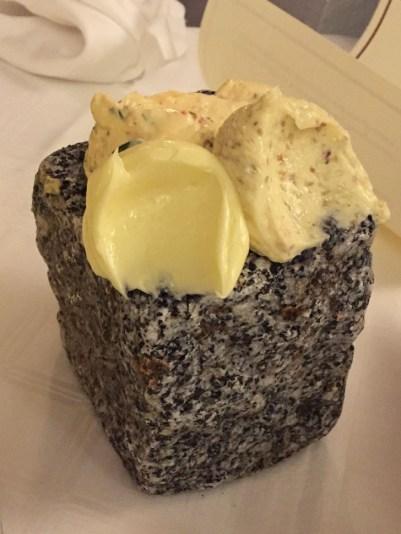 Granitstein mit Butter (1 von 1)