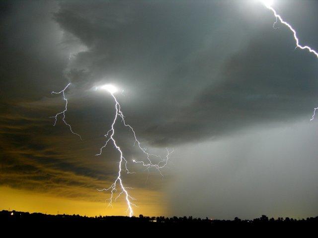https://i1.wp.com/myplacetoyours.com/wp-content/uploads/2012/08/lightning1.jpg?resize=640%2C480