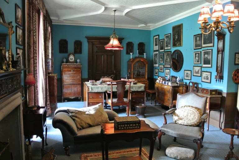 A blue sitting room at Lauriston Castle.