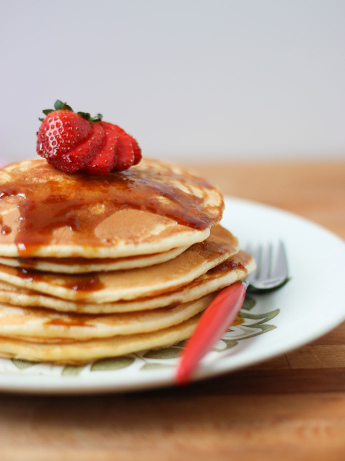 Best pancake recipe - so easy to make a stack of 6- mypoppet.com.au