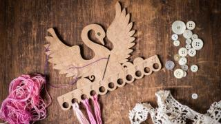 Swan design Cross stitch thread organizer