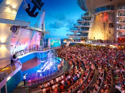 onboard-experiences-aqua-theatre