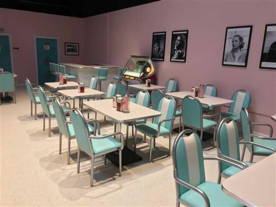 Retro full-service diner
