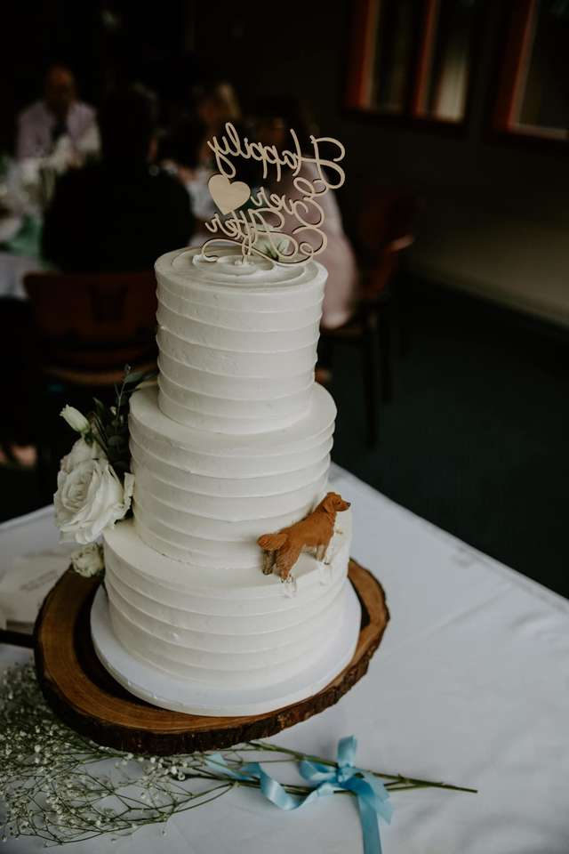 Dog-themed wedding cake