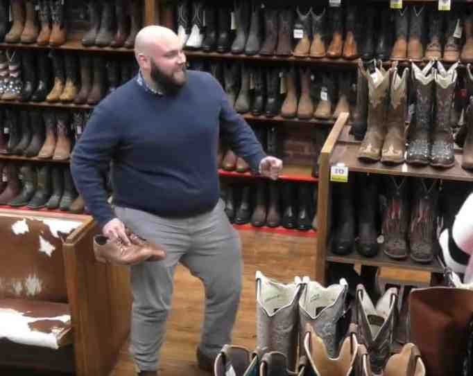 Who doesn't love funny pranks? Watch Carrie Underwood prank customers!