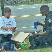 Police officer spent his lunch break with a homeless woman, sharing stories over pizza
