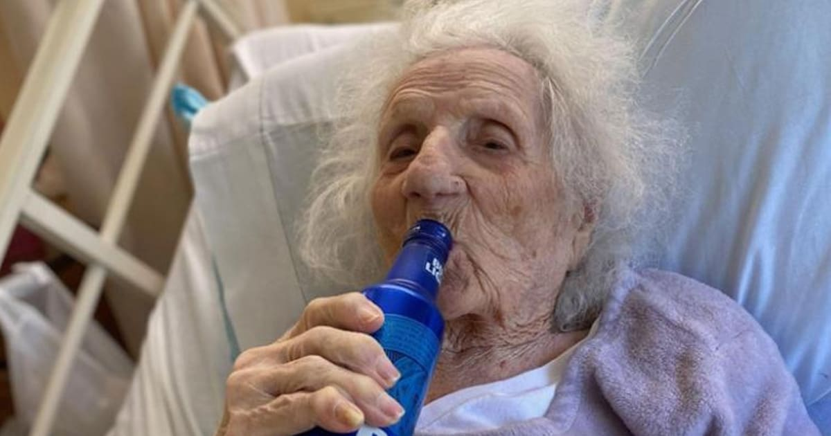 103-year-old woman recovers from Covid-19 and celebrates with a favorite drink — a cold beer - my positive outlooks