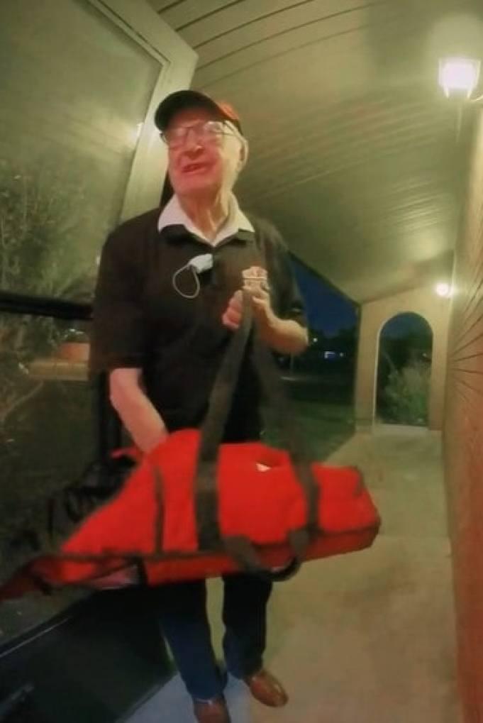 Derlin Newey delivering pizza