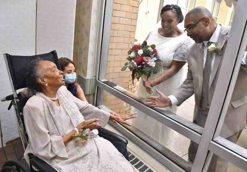 Robyn Roberts-Williams and Tim Williams getting married at the nursing home