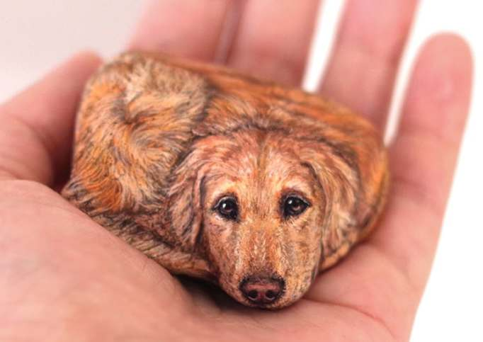 An image of a dog painted on a stone by Akie Nakata