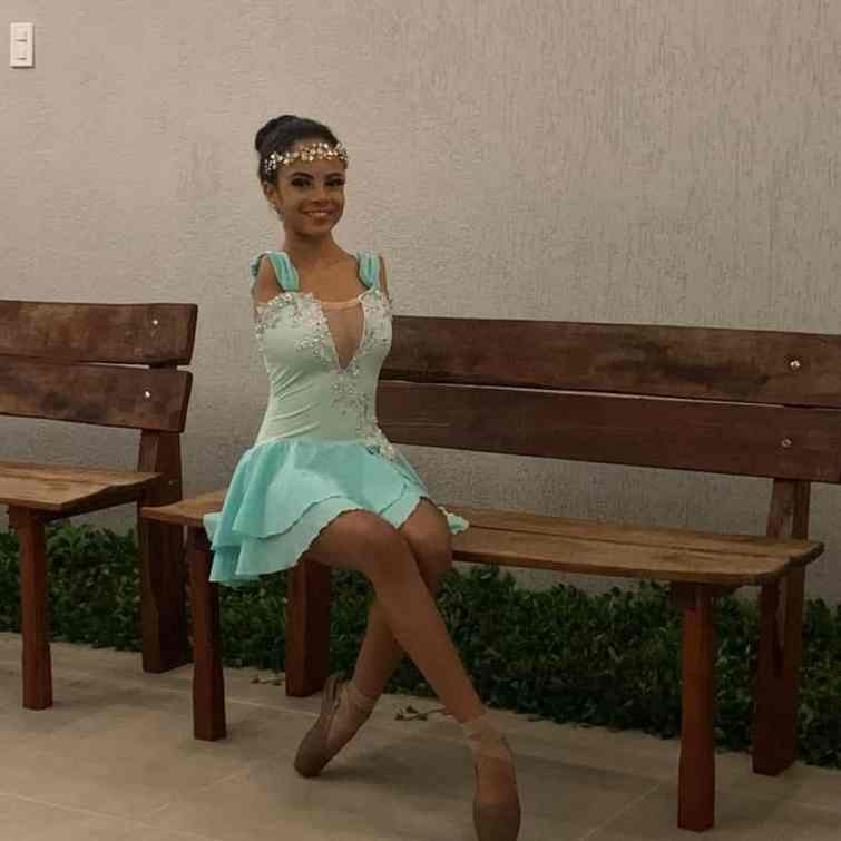 Vitória Bueno posing for a photo in a ballerina attire