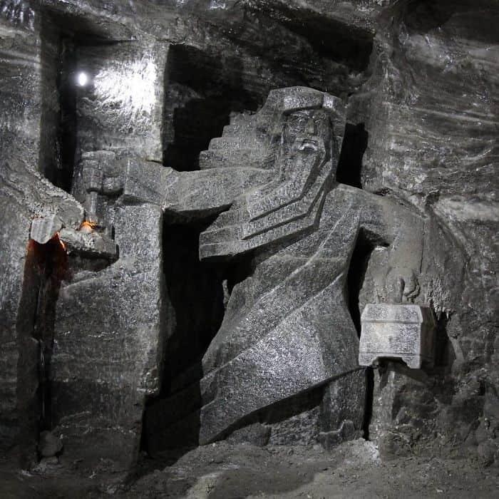 Горгулья в соляной шахте в Величке
