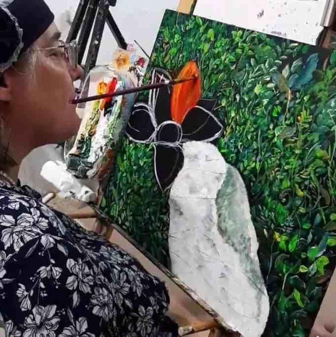 Bracha Fischel painting using her mouth