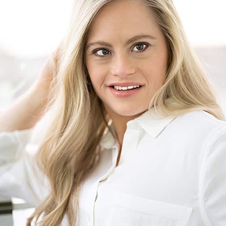 Микайла Холмгрен