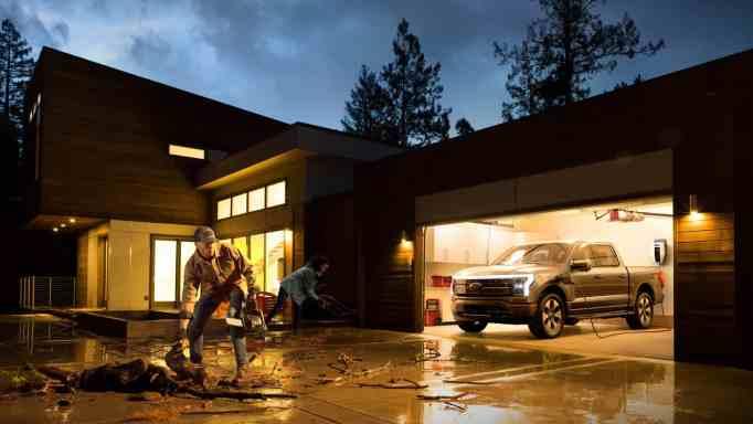 Lightning также предлагает 9,6 кВт резервной мощности, которая может обеспечивать питание дома во время отключения электроэнергии в течение 3 дней.