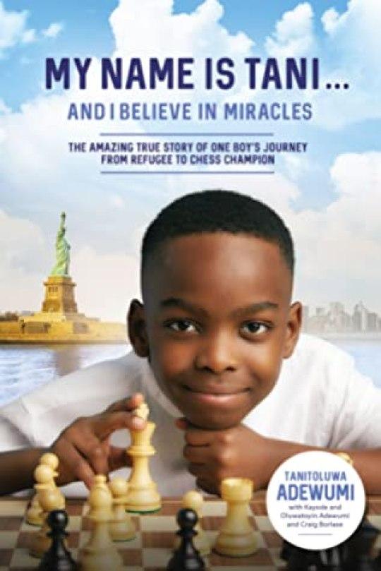 Обложка книги «Меня зовут Тани».  .  .  и я верю в чудеса: удивительная правдивая история о пути одного мальчика от беженца до чемпиона по шахматам