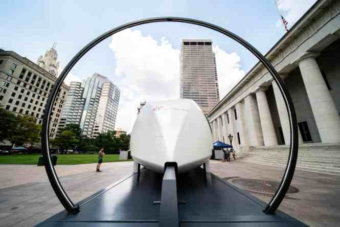 Virgin Hyperloop создает революционную транспортную систему, которая обеспечит быстрое, безопасное и удобное путешествие.