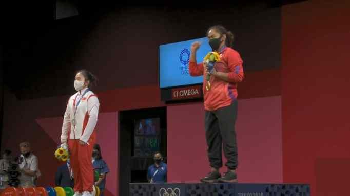 Hidilyn Diaz wearing her Olympic gold medal