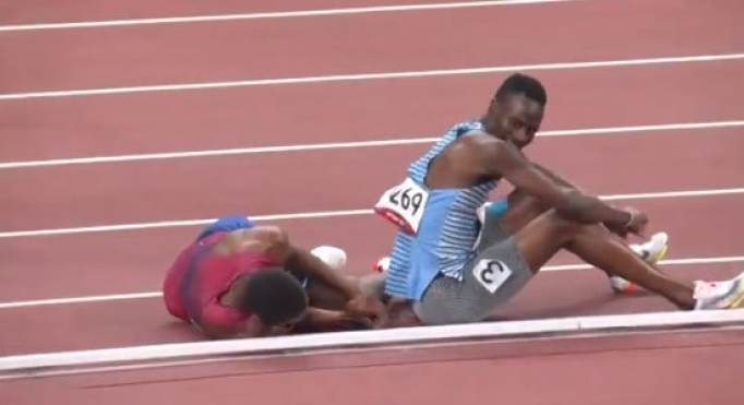 Isaiah Jewett and Nijel Amos after falling on the track