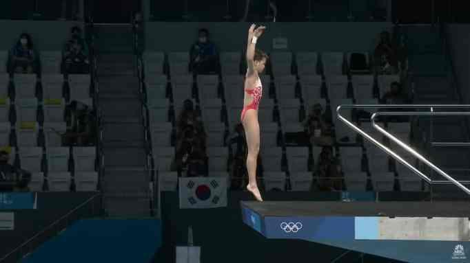 Quan Hongchan before diving