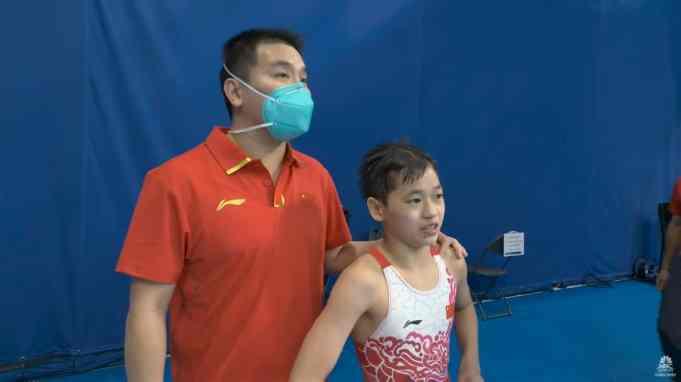 Quan Hongchan with her coach