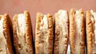 Keto Maple Cream Sandwich Cookies