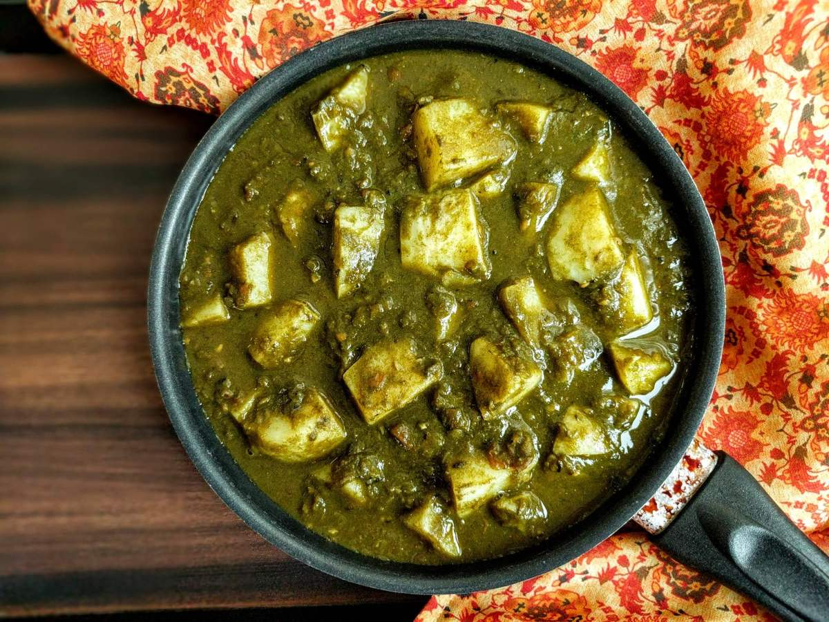 Aloo Palak Gravy Recipe | Potato & Spinach Curry