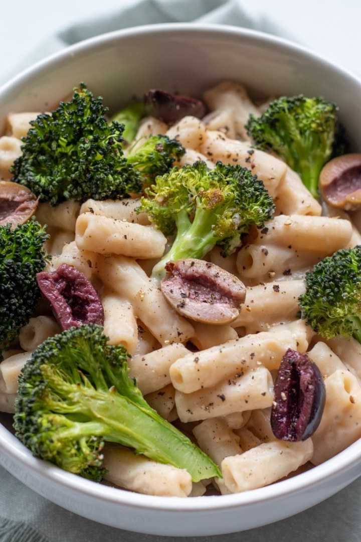 Penne with Roasted Garlic White Bean Puree