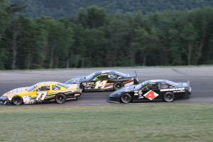 Brandon lambert, Tracy Gordon & Brad Babb in feature action at Speedway 51 (Smokin Shutters Photo)