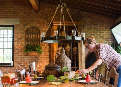 casa-feliz-barn-light-electric-photoshoot-outerbanks-chandelier_redtalk