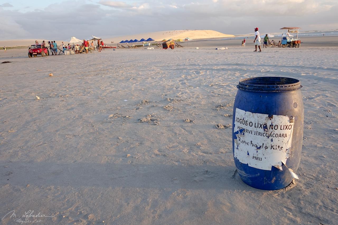 litter bin on the Jericoacoara beach in Brazil