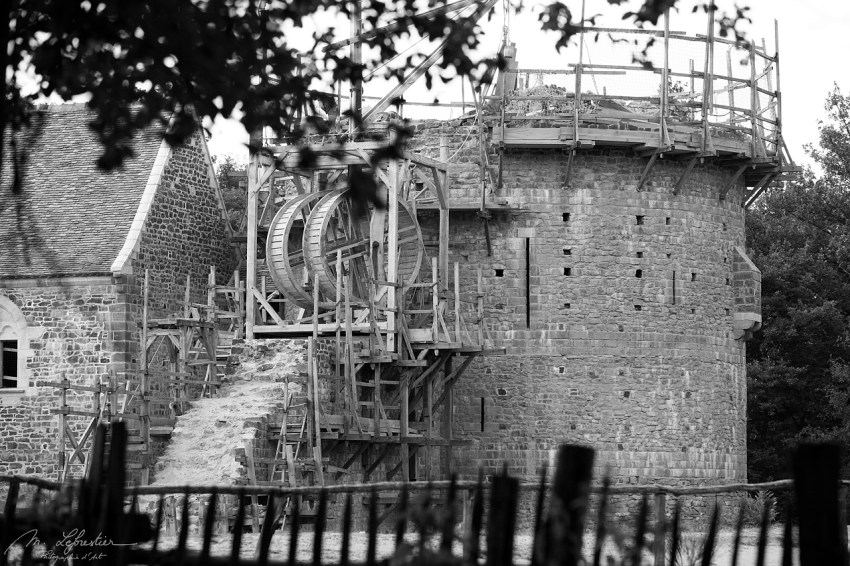 black and white photo of the construction of the Guedelon medieval castleblack and white photo of the construction of the Guedelon medieval castle