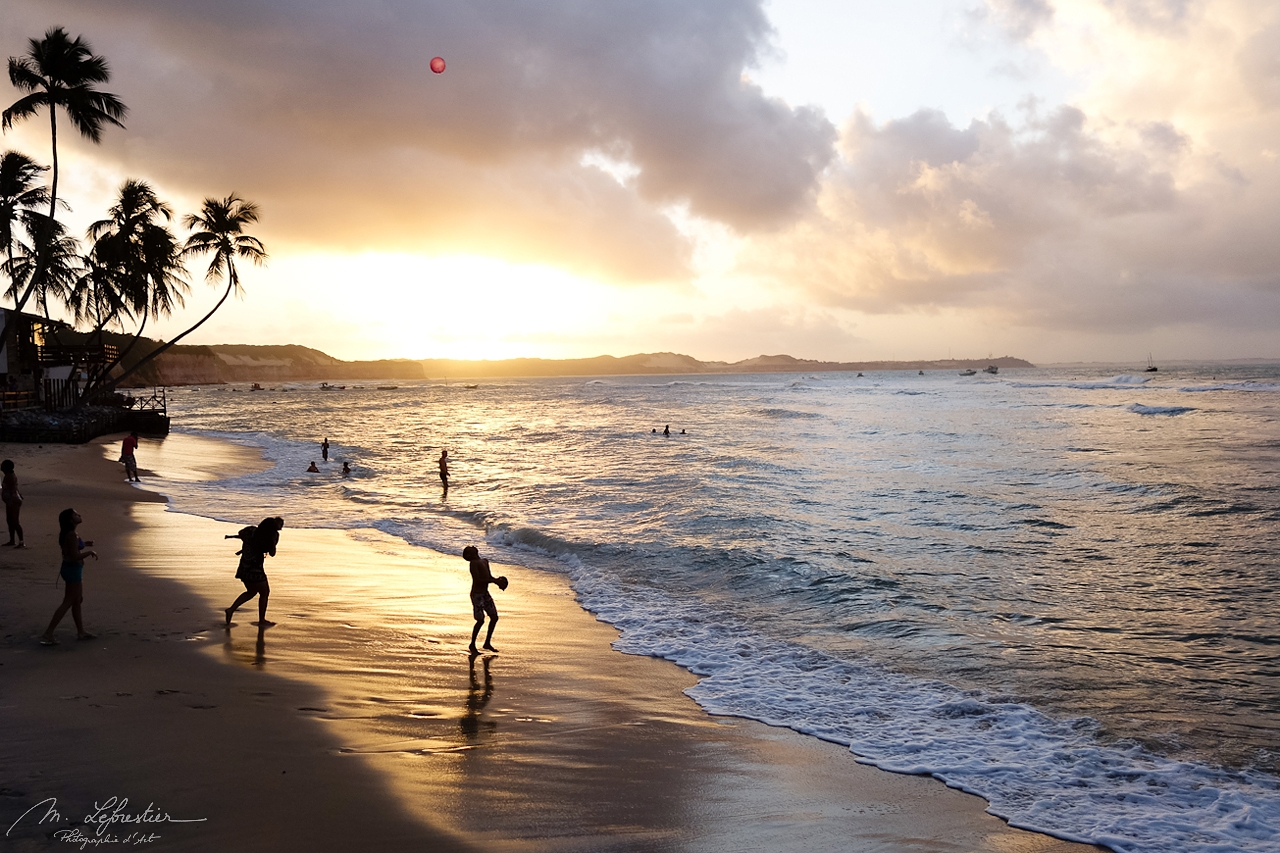 amazing sunset on the beach in Pipa at the Bahia dos Golfinhos