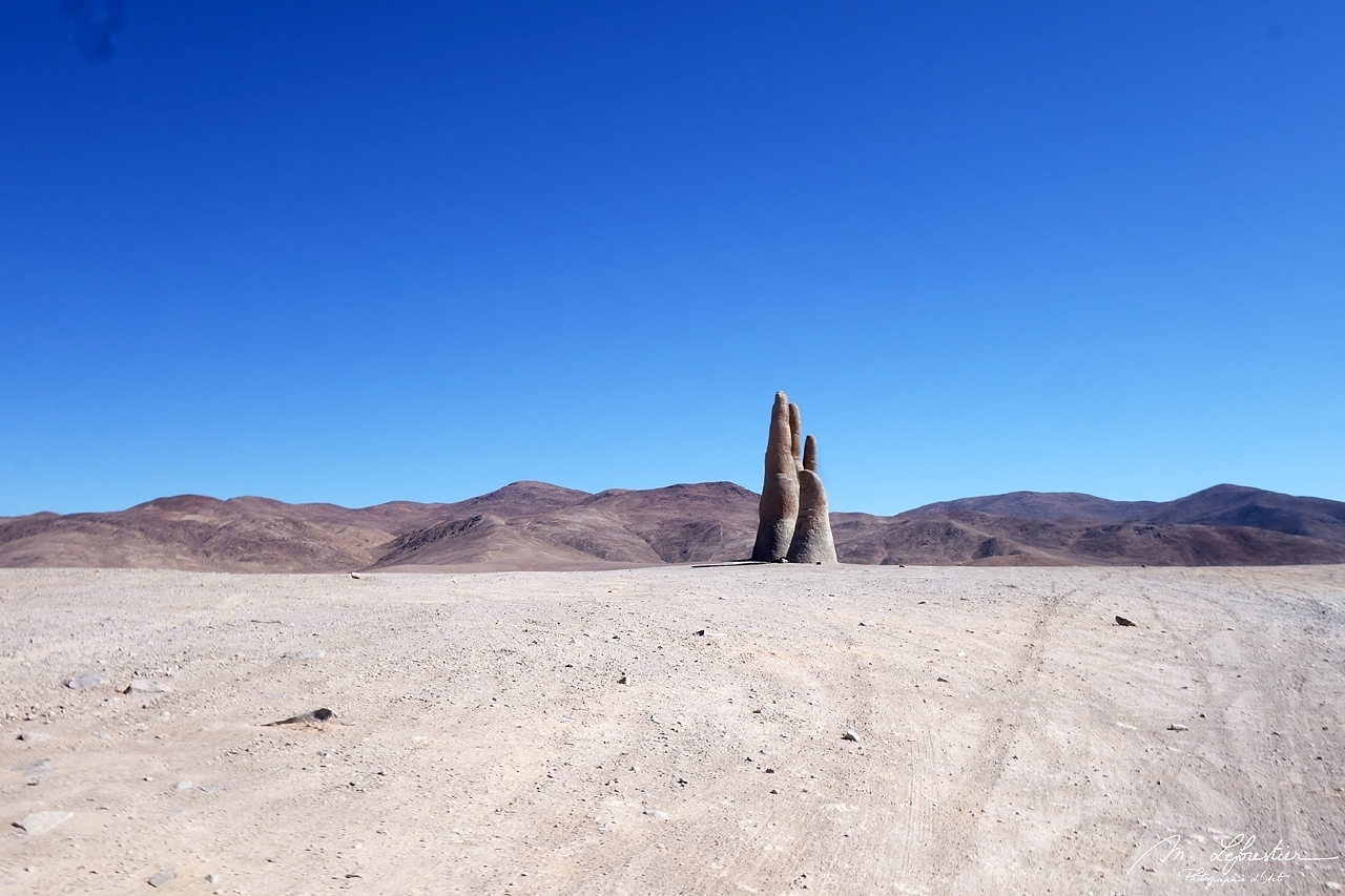 hand of the desert, mano del desierto, representing human vulnerability and helplessness in the Atacama desert in Chile