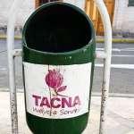 a green litter bin in a street in Tacna Peru Vuelve a soneir (start smiling again)
