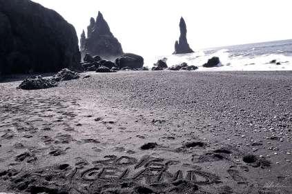 black-sand-beach-vik-04