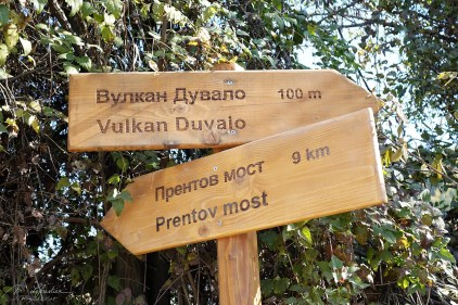 signs for the Duvalo active volcano