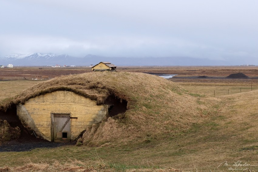 turf house at the main site of the Njalls saga where his farm was burnt down, Bergþórshvoll