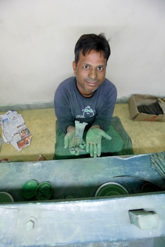 India - Jewelry manufacturing - Green dust on my hands
